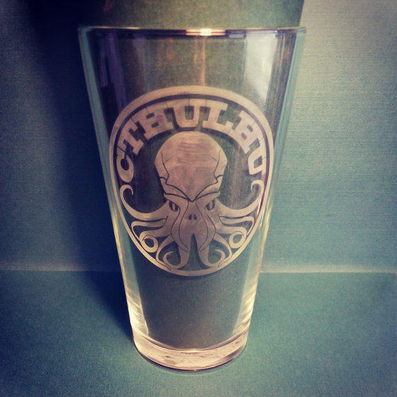 Buy this glass on etsy: https://www.etsy.com/listing/199026145/cthulhu-pint-glass